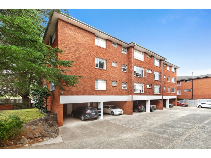 Classic double brick apartment in a prime location