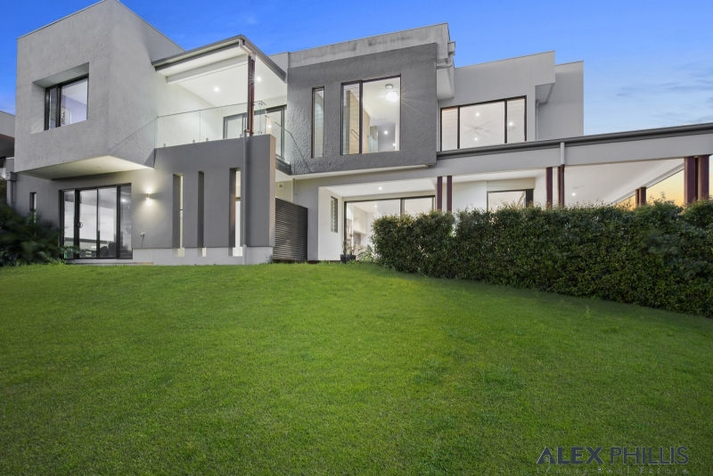 Privacy, point position, 240 degree water and Golf views